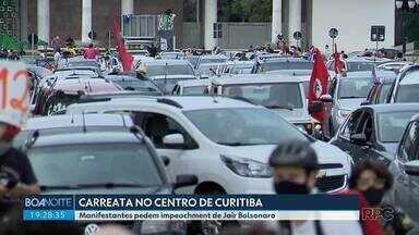 Manifestantes fazem carreata contra Bolsonaro e a favor da vacina, em Curitiba - Concentração foi na Praça Nossa Senhora de Salete.