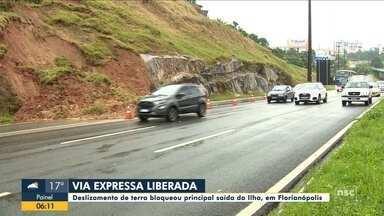 Via Expressa: Deslizamento de terra bloqueia saída de Florianópolis - Via Expressa: Deslizamento de terra bloqueia saída de Florianópolis