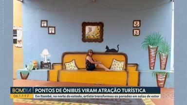 Pontos de ônibus viram atração turística em Itambé - Uma artista transformou as paradas em salas de estar.