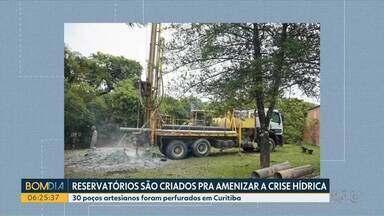Prefeitura de Curitiba e Governo estadual propõem alternativas à falta de água - Prefeitura da capital perfura 30 poços artesianos para atender demandas de locais como escolas e unidades de saúde.
