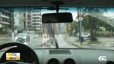 Chuva deixa bairros de Maceió alagados - Douglas Lopes traz mais informações.