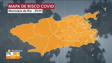Prefeitura do Rio divulga boletim epidemiológico que mostra a situação da Covid na cidade - Todos os bairros continuam com o risco alto.