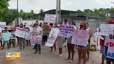 Moradores de Comportas fazem protesto em frente a posto de saúde onde agente foi estuprada - Mulher de 45 anos foi vítima de assalto e estupro em 20 de janeiro.
