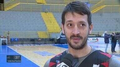 Franca Basquete suspende armador Elinho por seis jogos - Jogador discutiu com o técnico durante o último jogo.