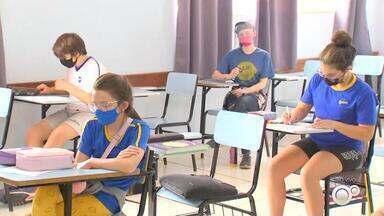 Liminar suspende volta às aulas no estado de São Paulo - A volta das aulas presenciais está suspensa no estado de São Paulo como efeito de uma liminar concedida pelo Tribunal de Justiça. A decisão é válida para as escolas estaduais, municipais e particulares.