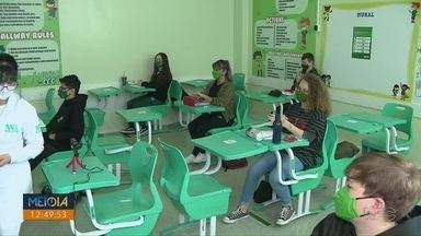 Escolas do Paraná fazem mudanças para voltar a receber alunos - Em Araucária, na Região de Curitiba, ano letivo já começou.