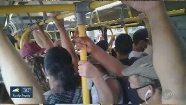 Ônibus de linhas no Ouro Verde e Campo Grande, em Campinas, têm aglomerações neste sábado - Emdec reduziu frota por causa da fase vermelha do Plano SP.