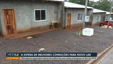 Famílias que perderam casas em incêndio no Interlagos pedem melhorias nas novas casas - As moradias foram entreguem com problemas.