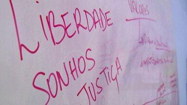"""ONG de Ferraz de Vasconcelos dá aulas sobre felicidade aos jovens nas escolas - O projeto de chama """"Happiness""""."""