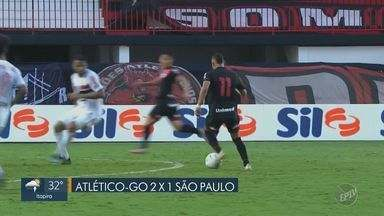 São Paulo perde do Atlético Goianiense e se afasta do título do Brasileirão - O Tricolor paulista não conseguiu a vitória fora de casa e perdeu para o time de Goiás por 2 a 1.