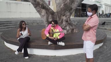 Os cantores Sylvia Patricia e Edu Casanova falam do EP Dose Dupla - Os cantores Sylvia Patricia e Edu Casanova falam do EP Dose Dupla