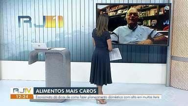 Economista da dicas de como economizar durante alta no preço dos alimentos - Inflação atingiu 4,3% durante a pandemia da Covid-19, o que refletiu num aumento do preço de alimentos básicos para os brasileiros.