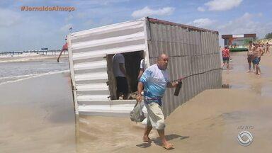 Sábado (6) é de tempo firme e mar agitado na praia de Atlântida - Assista ao vídeo.