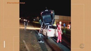 Homem morre em acidente de trânsito na Avenida Assis Brasil em Porto Alegre - Vítima foi identificada como Jonas Tavares Brites, de 28 anos. Outros três ocupantes do carro ficaram feridos e foram encaminhados ao hospital.