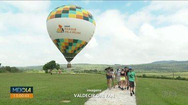 Belezas de Vila Velha podem ser vistas em passeio de balão - Turistas aproveitam o fim de semana para avistar os arenitos pelo alto.