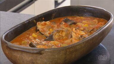 Aprenda a receita de peixe na telha com pirão - Prato é ideal para a quaresma.