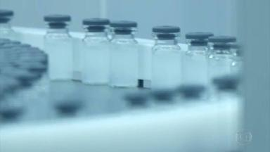 Na aplicação das vacinas contra Covid-19 profissionais da saúde cuidam para evitar o desperdício - Tanto a coronavac, envasada pelo Butantã, como a vacina oxford-astrazeneca, em parceria com a Fiocruz, têm 10 doses de meio mililitro em cada frasco.