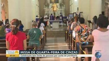 Missa de quarta-feira de cinzas em Feira de Santana tem restrições para evitar aglomeração - Por causa da pandemia do novo coronavírus, celebração tem limites na quantidade de fiéis.