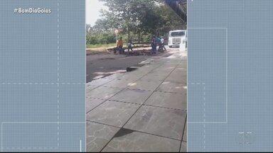 Equipe fecha buracos na Avenida Bota Fogo, em Goiânia - Más condições da via eram alvo de reclamação de motoristas.