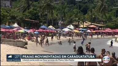 Sábado de praias cheias no litoral paulista - Banhistas não respeitam o distanciamento e nem o uso de máscaras. As cidades do litoral norte estão na fase laranja do Palo São Paulo.