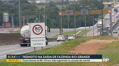Trânsito é intenso em Fazenda Rio Grande, região metropolitana de Curitiba - Fluxo intenso na BR-116 tem sido registrado no começo da manhã.