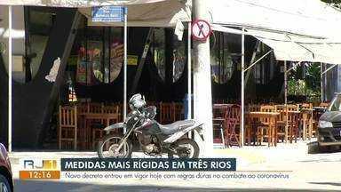 Três Rios divulga novo decreto com redução de horários no comércio - Medidas foram tomadas para conter o avanço da pandemia na cidade, que segue em bandeira vermelha, de alto risco para Covid-19.