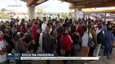 BRT do Gama também está lotado nos horários de pico - Passageiros se arriscam diariamente na pandemia.