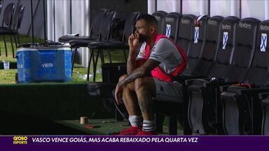 Vasco vence o Goiás, mas acaba rebaixado pela quarta vez - Vasco vence o Goiás, mas acaba rebaixado pela quarta vez