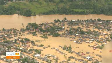 Greenpeace sobrevoa cidades atingidas pela cheia e entrega 1 tonelada e meia de alimentos - Greenpeace Brasil sobrevoa cidades atingidas pela cheia no AC e entrega 1 tonelada e meia de alimentos