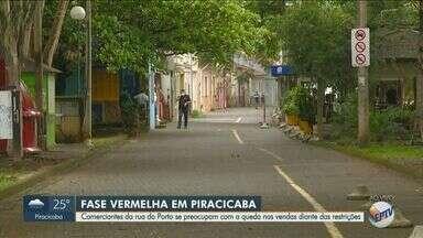 Comerciantes de Piracicaba se preocupam com queda no faturamento durante fase vermelha - Restaurantes da Rua do Porto, um dos pontos turísticos da cidade, se preparam para aderir o delivery.