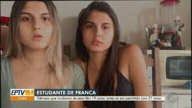 Gêmeas trans de Franca voltam para casa após cirurgia de mudança de sexo - Procedimentos foram os primeiros em menores de 21 anos no Brasil - as gêmeas têm 19 anos. Conselho Federal de Medicina recomenda um ano de acompanhamento psicológico antes do procedimento.
