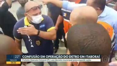 Prefeito interrompe operação do Detro em Itaboraí - Fiscais apreendiam uma van em uma avenida da cidade, mas o trabalho foi interrompido pelo prefeito da cidade, Marcelo Delaroli (PL), que afirmou que a atribuição era da prefeitura.