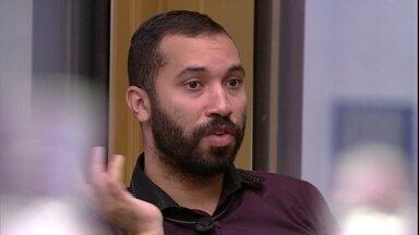 Gilberto fala que pegou 'ranço' de Juliette no BBB21 - Gilberto fala que pegou 'ranço' de Juliette e dispara: 'Colou na Viih porque tem muito seg
