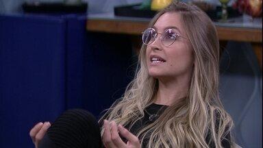No Quarto Secreto do BBB21, Carla Diaz comenta fala de Gilberto: 'Nem uma hora de festa' - No Quarto Secreto do BBB21, Carla Diaz comenta fala de Gilberto: 'Nem uma hora de festa'