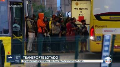 Passageiros ainda enfrentam aglomeração no BRT de Santa Maria - Em coletiva de imprensa na tarde desta quarta-feira (10), secretário de Mobilidade pede para a população usar os próprios carros e evitar o transporte público por causa das altas taxas de transmissão de Covid-19.