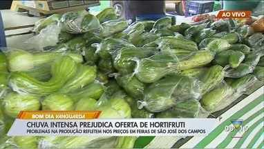 Chuvas intensas prejudicam oferta de hortifruti - Problemas na produção refletem nos preços em feiras de São José dos Campos