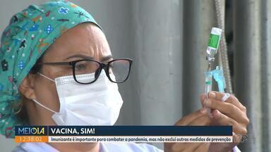 Mesmo com as duas doses da vacina, é preciso manter medidas como o uso de máscara - Mais de 581 mil doses das vacinas foram aplicadas no Paraná.