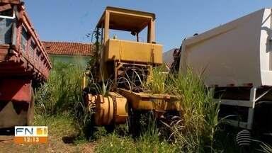 Sucateamento de maquinários prejudica prestação de serviços públicos - Prefeituras enfrentam dificuldades com a situação dos equipamentos.