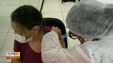 IdosoS com 79 anos começam a ser vacinados contra a Covid-19 em Petrolina - Muitos chegaram aos postos de vacinação ansiosos para receber a primeira dose do imunizante.