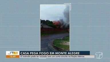Casa pega fogo em Monte Alegre, no PA - Incêndio pode ter iniciado com um curto-circuito na fiação elétrica.