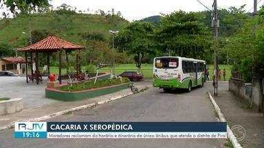 Moradores reclamam de dificuldades com horários dos ônibus no distrito de Cacaria, Piraí - Passageiros dizem que não existem muitos horários no itinerário de Seropédica.