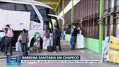Barreira sanitária em Chapecó aborda grupo de venezuelanos no 1º dia de funcionamento - Barreira sanitária em Chapecó aborda grupo de venezuelanos no 1º dia de funcionamento