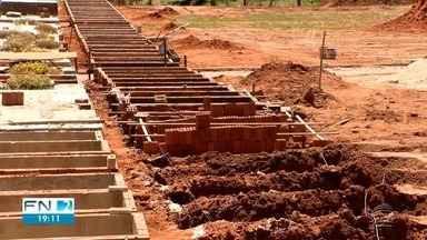 Dracena abre mais 100 covas no cemitério por causa da alta de mortes por Covid - Cidade registrou mais sete mortes pela doença nesta sexta-feira (12).
