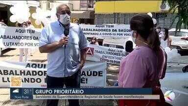 Servidores da Superintendência Regional de Saúde fazem manifestação em Uberaba e região - Grupo pede para ser incluído na prioridade da vacinação contra a Covid-19.