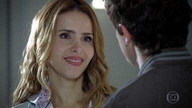 Rodrigo diz a Celina que é pai de Júlia - Celina convida Rodrigo para ficar em sua casa
