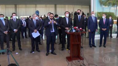 Após um ano de pandemia, Bolsonaro anuncia criação de comitê de combate à Covid - Governo, Congresso e STF se uniram para ação conjunta contra a pandemia. Comitê, com representantes dos estados e do Legislativo, vai discutir medidas contra a crise na saúde.