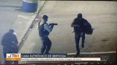 Quadrilha explode caixa eletrônico e foge de barco em Bertioga - Polícia trocou tiros com os bandidos que estavam fugindo carregando mochilas. Oito homens participaram do assalto.