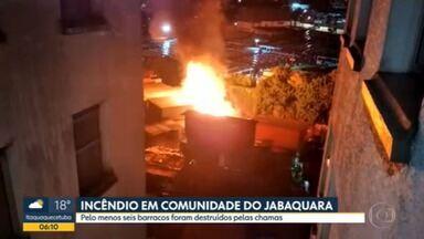 Incêndio consome barracos na Zona Sul - Seis residências foram destruídas durante a madrugada.