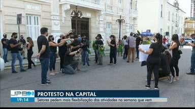 Profissionais dos setores de turismo e comércio protestam contra medidas restritivas - Protestos aconteceram em dois pontos da Grande João Pessoa.