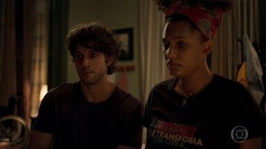 Danilo conta para Camila sobre arma que encontrou com Thelma - Lurdes sofre no cativeiro
